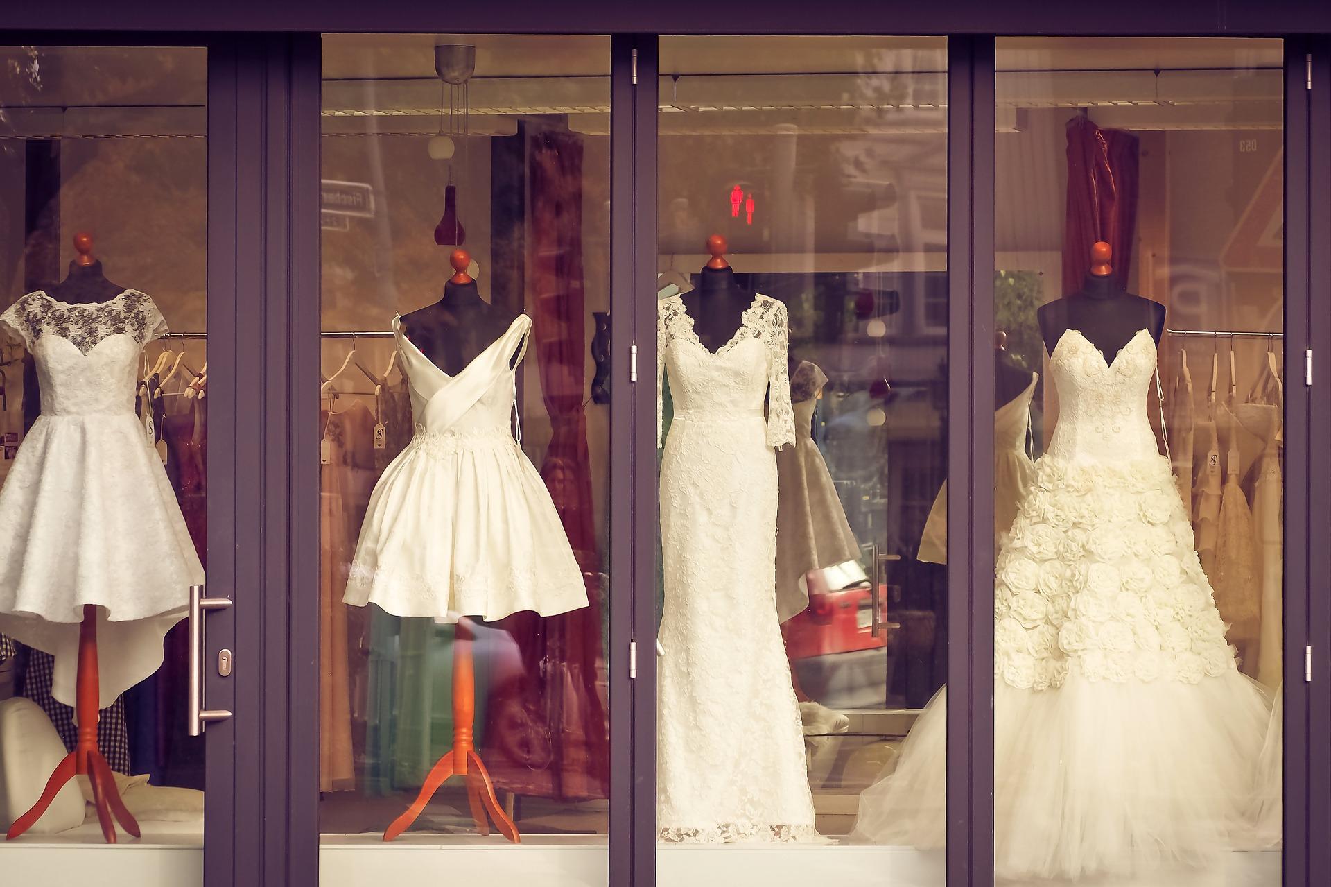 Das Brautkleid finden – Aufgaben der Trauzeugin  